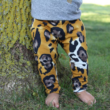Cheetah baby leggings, newborn leggings, unisex leggings, baby boy leggings,baby boy pants ,baby boy outfit,baby girl leggings