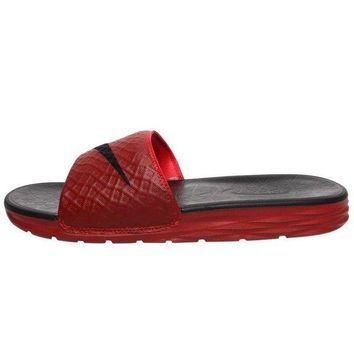 ONETOW NIKE BENASSI SOLARSOFT SLIDE - SLIPPERS MAN'S - UNIVERSITY RED/BLACK