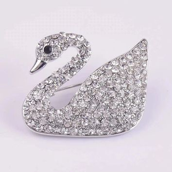 8DESS Swarovski Women Fashion Diamonds Brooch Jewelry
