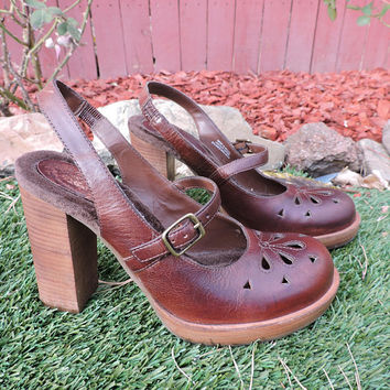 Vintage Mary Janes / size 6.5 / EU  37  / 1980s chunky leather platform shoes / brown Dr Scholls Mary Jane heels/ Made in Brazil