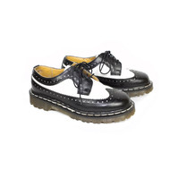 DR MARTENS brogues - black and white oxford shoes - Made in England - vintage docs - 3989 brogue - wingtip oxfords - creepers - 4 uk - 6 us