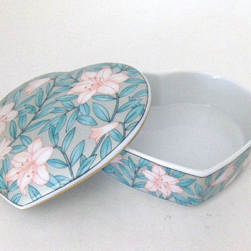 Vintage Trinket Box Collectible Porcelain Heart Shaped Trinket Jewelry Ring Box with Pink Flowers and Gold Trim