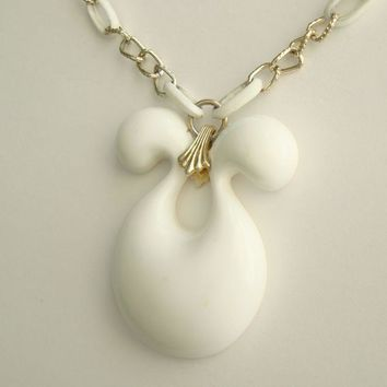 Retro Mod White Pendant Necklace Eloxal Chain Vintage Jewelry