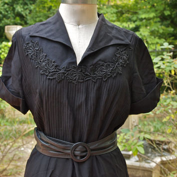 Black 40's/50's Kerrybrooke Sears Roebuck Rayon Crepe Swing Dress with Appliques Cuffed Sleeves size Large