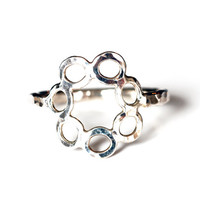 Size 9 sterling silver circle flower ring with hammer texture , handmade bubble ring , one of a kind circles ring