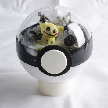Pokemon Terrarium - Mimikyu (Glow in the dark)