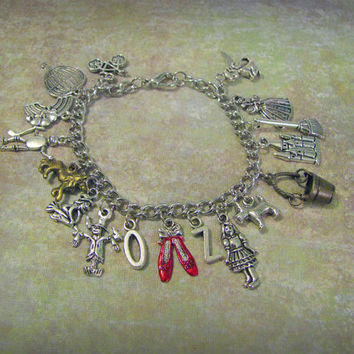 WIZARD OF OZ Charm Bracelet - 17 Themed Charms Inspired by the Movie - Not A Licensed Product