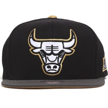 Chicago Bulls Gold Tip Snapback Hat Black