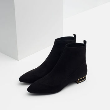 PLAIN BOOTIES WITH METAL DETAIL