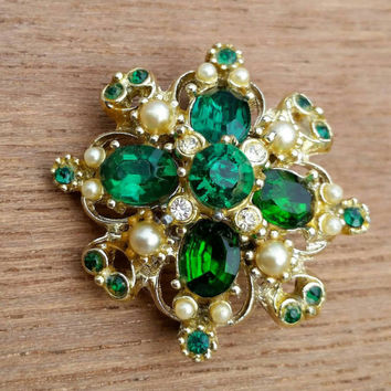 Vintage Goldtone Green Emerald Crystal Rhinestone and Faux Pearl Filigree Brooch Pin - Vibrant Spring Art Nouveau