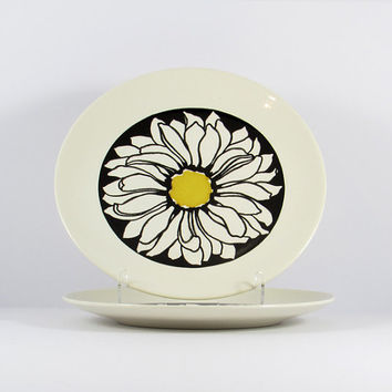Mid-Century, Royal Ironstone It's A Daisy Mod Dinner Plates, Black White Yellow, Set of Two, Retro Daisy
