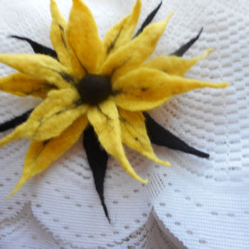 Felt Flowers,Felt brooch flower,Black yellow felt flower brooch,big flower,art,hair pins,hair flower,accessories,corsage brooch,gift for her