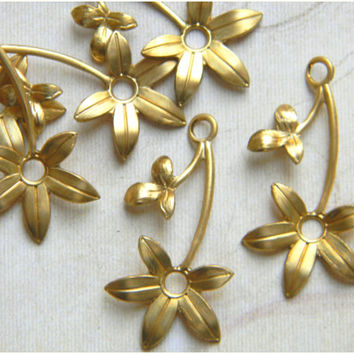 Raw Brass Flower Leaf Stamping Drop 16m x 30mm - 6 pcs. (r143)