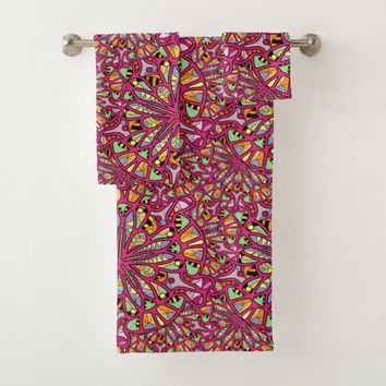 Kaleidoscopic Multicolored Abstract Pattern Bath Towel Set