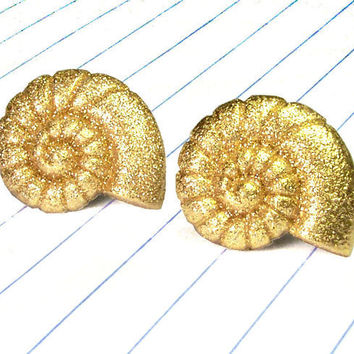 shell earrings - shell jewelry - shell studs - beach - summer - summer earrings - summer jewelry - gold earrings - gold jewelry - gold