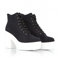 Missguided - Rikina Canvas Trainers With White Outsole In Black