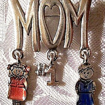Number One Mom Pin Brooch Silver Tone Vintage Mothers Day Heart Kid Dangles
