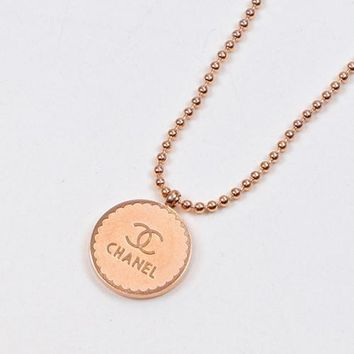 8DESS Chanel Women Fashion Round Necklace Jewelry