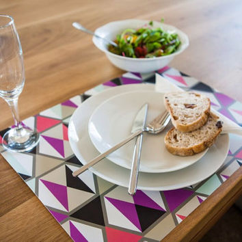 Set of 5 Stylish Placemats with Triangles