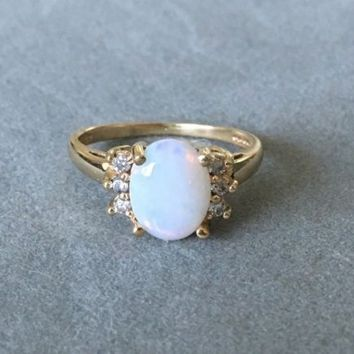 Vintage 10k solid yellow gold Opal diamonds halo ring antique art deco size 6