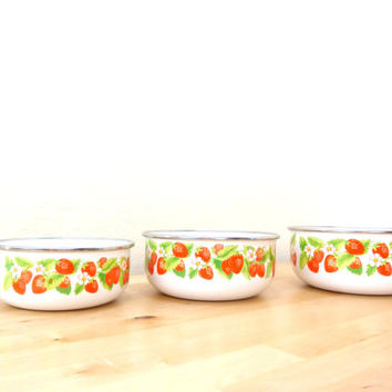 Vintage Strawberry Bowl / Kobe Kitchen / Porcelain Bowls / Metal Mixing Bowls / Nesting Bowls