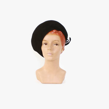 Vintage 60s Beret HAT / 1960s Tall Beret Style Fur Felt Hat with Back Bow