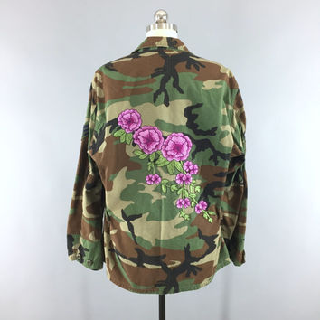 Vintage Air Force Embroidered Camouflage Jacket / Military Camo Coat / Green Camo / Magenta Pink Floral Embroidery / Size Large L XL XXL