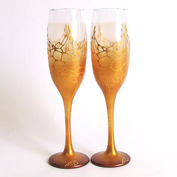 Golden wedding glasses. Hand painted. Personalized. Champagne glasses. Champagne Flutes. Set of 2. Gold wedding.