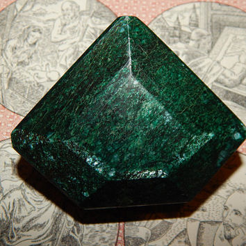 GENUINE EMERALD - Genuine Earth-mined Emerald - HUGE 685 carat Emerald! - Large Real Emerald - May Birthstone - Taurus Gemstone - Fancy Cut