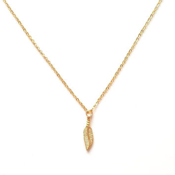 Feather Pendant Necklace in Gold