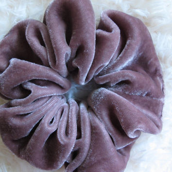 Free shipping silk hair scrunchie. Hypoallergenic hair accessories. Pale lavender silk velvet hair scrunchie. Purple velvet scrunchie.