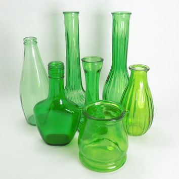 Vintage green glass bud vases green glass bottles (Lot of 7) - Cottage chic - Country wedding - Restaurant decor