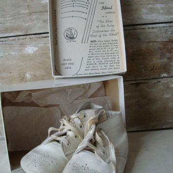Vintage Baby Shoes Leather With Box Adorable Mrs Days Danvers Massachusetts
