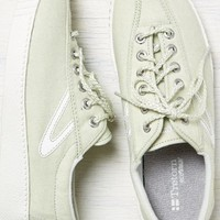AEO Women's Tretorn Nylite Chambray Sneaker (Natural)