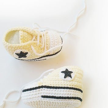 Champagne crochet baby shoes, Converse baby shoes, Converse slippers, Crochet booties, Baby crochet shoes