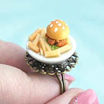 chicken sandwich and fries plate ring