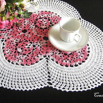 Crochet White and Pink Doily, Oval Doily, Table decorations, Centrino ovale Bianco e Rosa (Cod. 58)