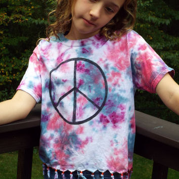 Fringed Peace Sign Shirt, Custom Tie Dye Shirt w Peace Sign and fringes, Fringe Shirt, Hippie Clothes, Boho Top, Tie Dye Hippie Shirt womens