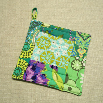 Green Amy Butler Pot Holder - Trivet - Hot Pad - Insulated and Quilted - Green, Amy Butler Fabric. Aqua