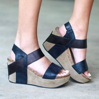 Hester Metallic Wedge Sandal {Black}