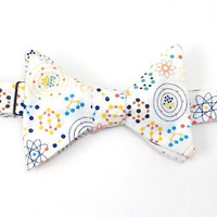 Self Tie Atomic Particles and Molecules on White Men's Bow Tie
