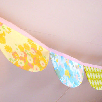Pink Fabric Bunting - Floral Banner - Fabric Bunting - Scalloped Banner - Vintage Sheet Banner - Shabby Chic Banner