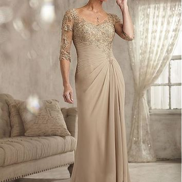 [128.99] Romantic Chiffon V-neck Neckline Sheath Mother Of The Bride Dress With Lace Appliques - dressilyme.com