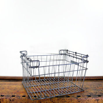 LARGE Vintage Metal Wire Basket, Wire Bakery Basket, Molans Bakery, 1940s, Wisconsin