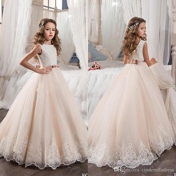 2017 Vintage Flower Girl Dresses For Weddings Blush Pink Princess Sequined Appliqued Lace Bow Kids First Communion Gowns F206
