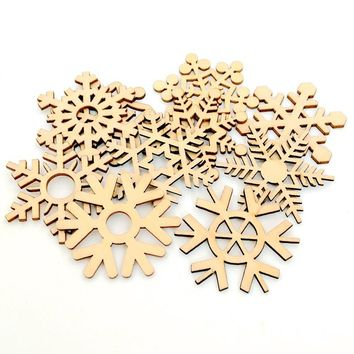 10pcs Assorted Christmas Tree Ornament Wooden Snowflakes Gift Tag Wood Ornament For Weding Christmas DIY Accessories