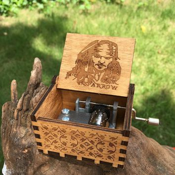 Hot Antique Carved  Music Box Game of Thrones Music Box Jack Sparrow Wooden Hand Crank Theme Music Caixa De Musica