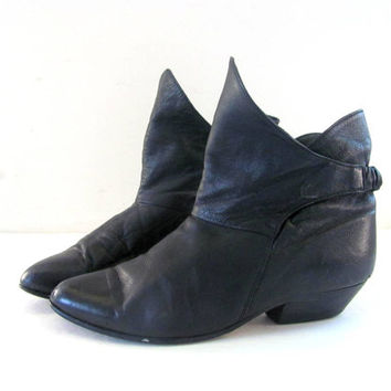 80s black leather ankle boots. granny boots. women's size 8