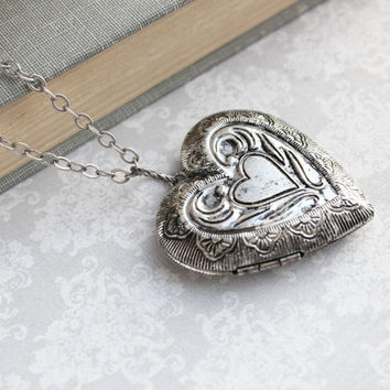 Large Heart Locket Necklace Silver Wings Locket Pendant Vintage Style Valentines Day Gift for Women Picture Locket Romantic Mothers Day