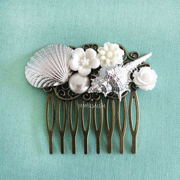 Seashell Bridal Hair Comb Silver Shell Wedding Hair Comb White Bridesmaids Hair Comb Beach Wedding Shell Headpiece Maid of Honor Gift